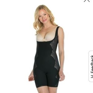 **TODAY ONLY**SPANX -Assests Med Open Bust Black